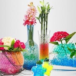 Barvaste vlažilne kroglice za rastline