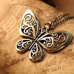 Retro verižica z obeskom metulja