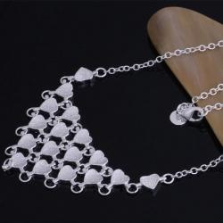 Srebrna ogrlica s srčki in darilno škatlico
